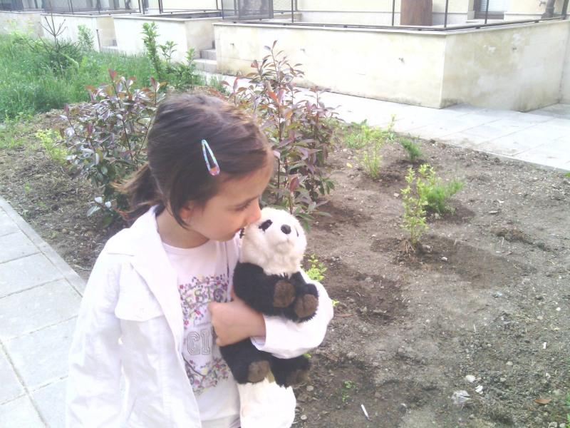 Малката Яна с любимата панда от WWF